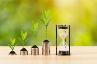 忙しい人にこそ長期投資がおすすめの理由。最適な投資方法5つとあわせて解説